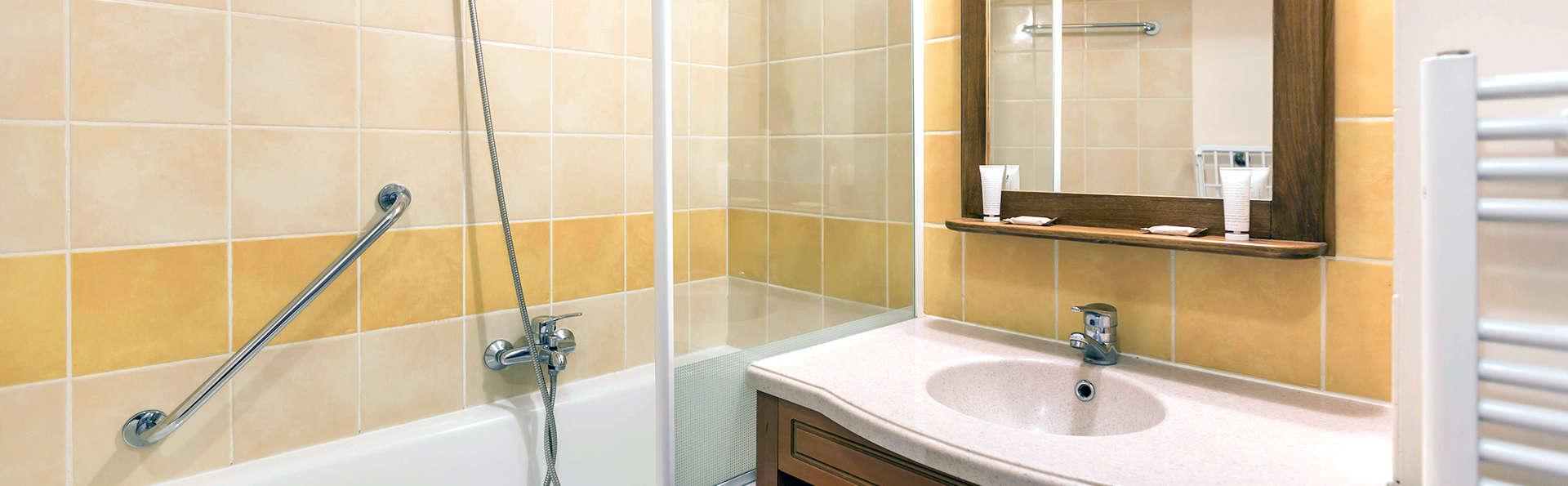 Pierre et Vacances Les Trois Domaines - Edit_Bathroom2.jpg