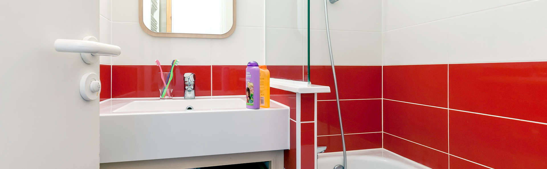 Pierre et Vacances Saskia Falaise - Edit_Bathroom.jpg