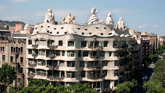 Encanto y paisaje urbano con una terraza espectacular y entradas a La Pedrera