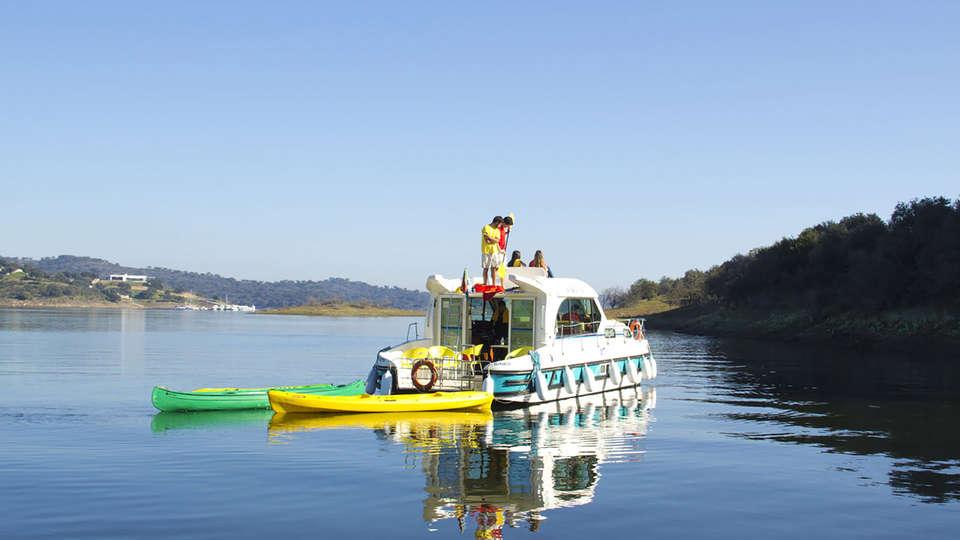 Amieira Marina - Edit_Boat.jpg