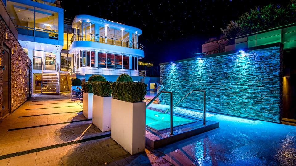 City Resort Hotel Mill - EDIT_NEW2_POOL2.jpg