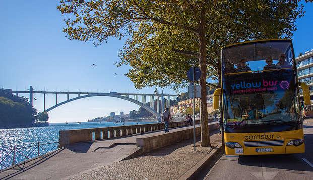 Escapada con degustación de vino y tour en autobús panorámico por la bella ciudad de Oporto