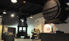 1 visite audioguidée du Musée du Vin, dégustation et bouteille de vin pour 2 adultes