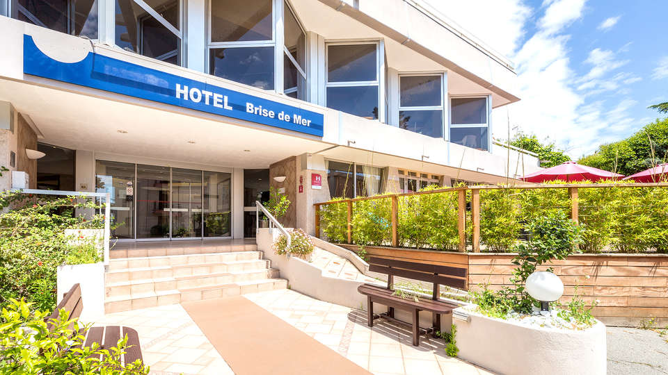 Hôtel et Spa Brise de Mer - EDIT_NEW_FRONT.jpg