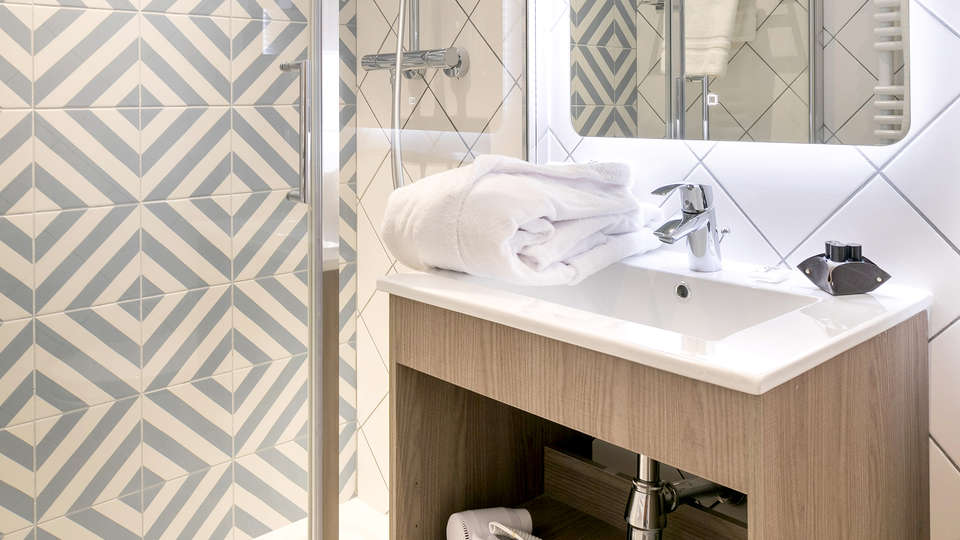 The Deck Hôtel by HappyCulture - EDIT_NEW_BATHROOM.jpg