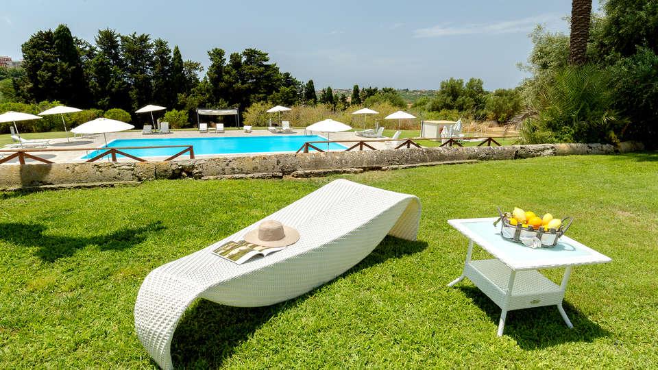 Hotel Villa Calandrino - Edit_Pool3.jpg