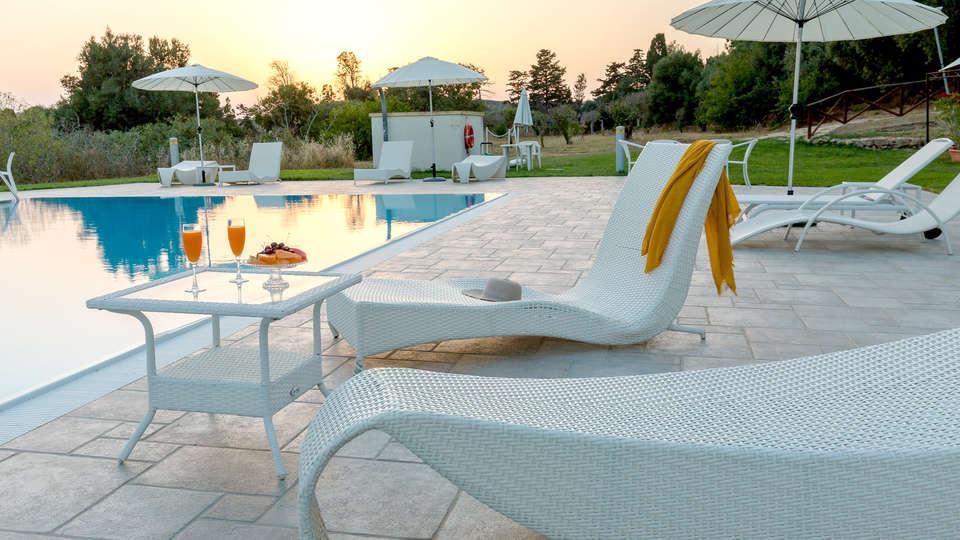 Hotel Villa Calandrino - Edit_Pool5.jpg