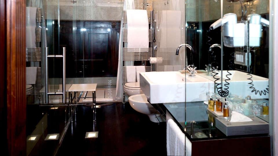 Ca' Nigra Lagoon Resort - Edit_Bathroom2.jpg