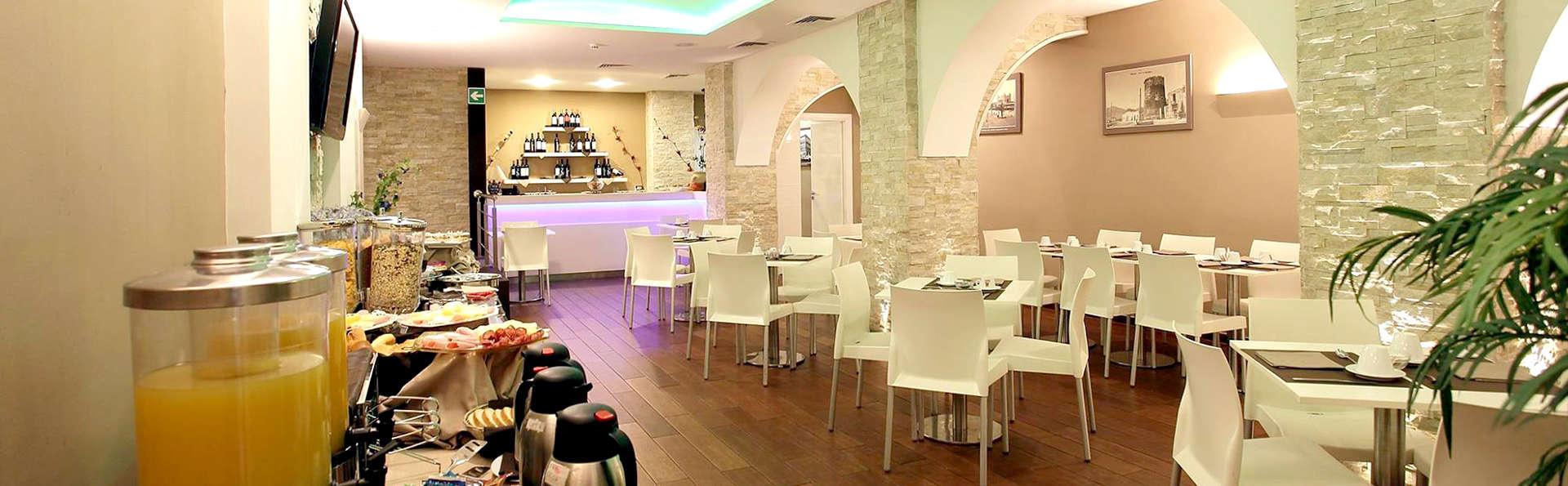 Ibis Styles Palermo Cristal - Edit_Restaurant2.jpg