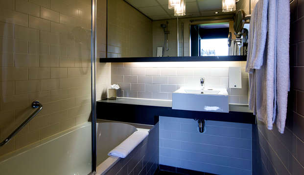 Babylon Hotel Den Haag - Bathroom