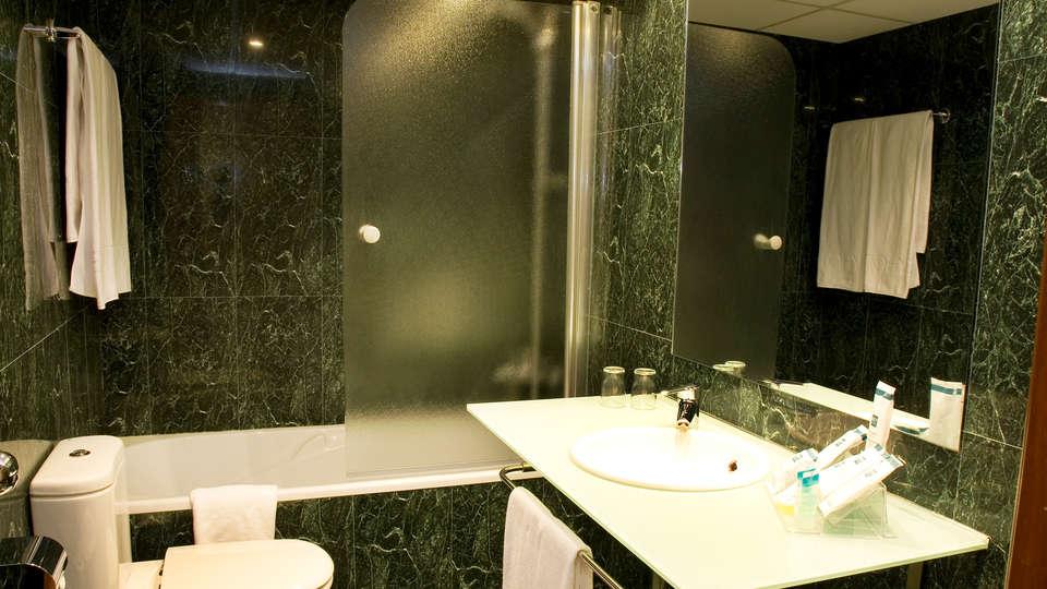 Hotel Berenguer IV - edit_new_bathroom.jpg