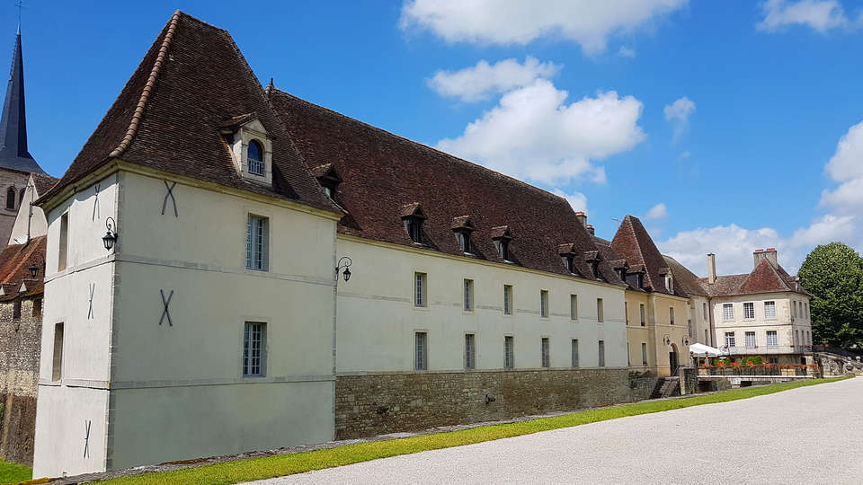 Château de Gilly - edit_new_facade.jpg