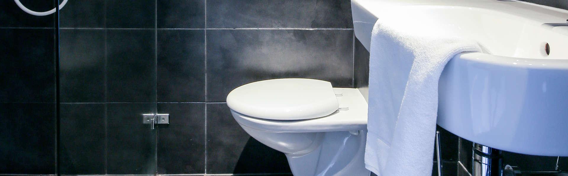 Fletcher Hotel-Landgoed Huis Te Eerbeek - Edit_Bathroom3.jpg