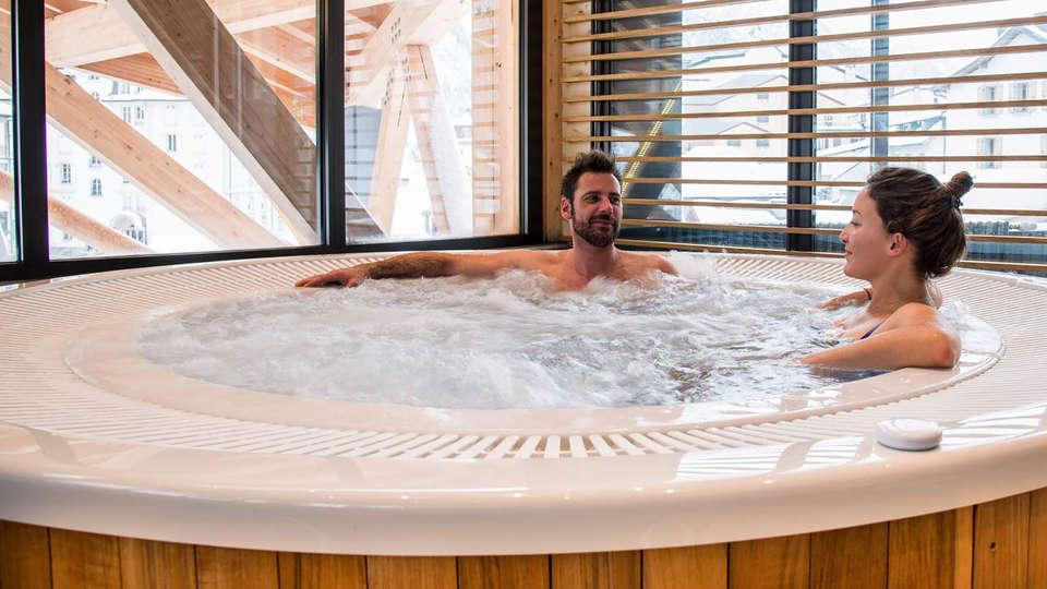 Alpina Eclectic Hotel Chamonix  - Edit_Jacuzzi.jpg
