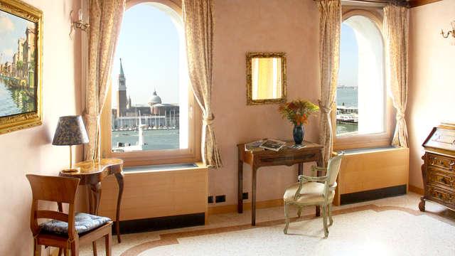 Soggiorna 4 notti e risparmia! Appartamento con vista laguna ad un passo da Piazza San Marco