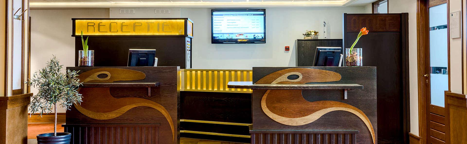 Oranje Hotel Leeuwarden - Edit_Reception.jpg