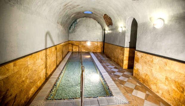 Escapada bienestar con circuito termal en un balneario de época en Graena