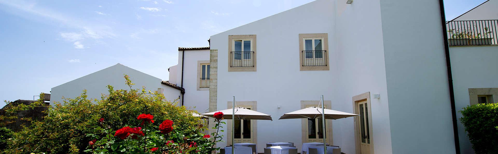 Villa Del Lauro - EDIT_NEW_FRONT2.jpg