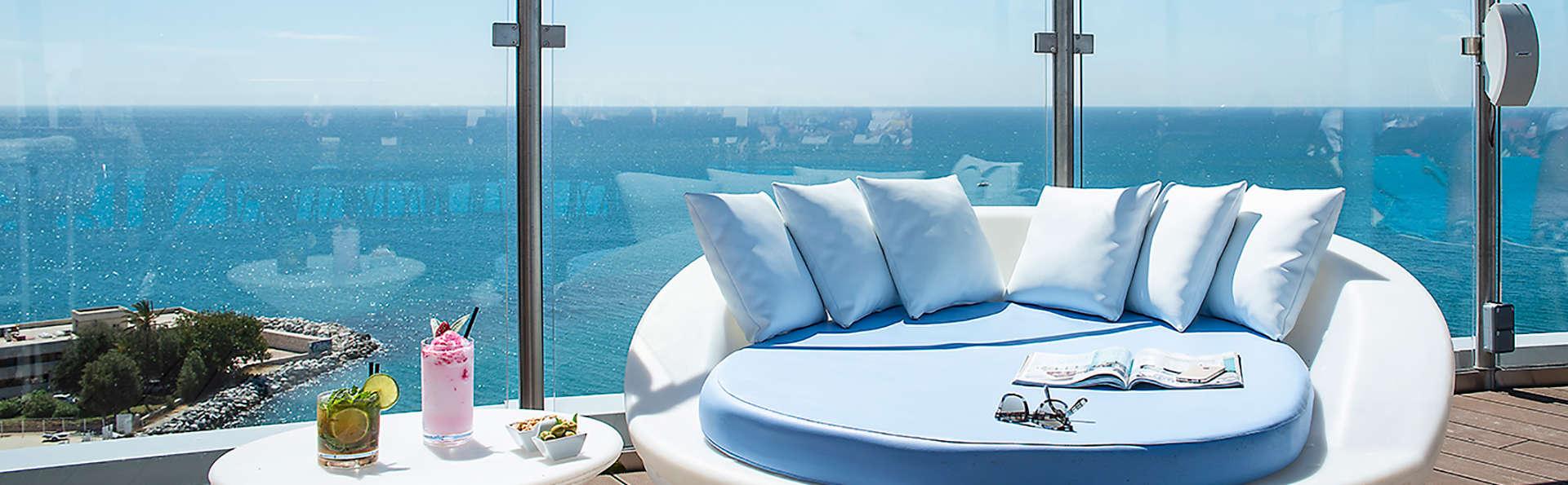 Atardeceres inolvidables con panorámicas vistas al mar en superior con cóctel ( desde 2 noches )