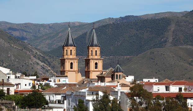 Descubre Granada en hotel con piscina y parking incluido