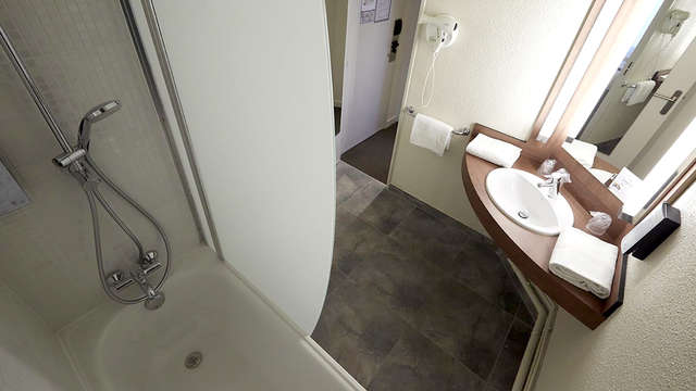 Campanile Lyon Centre Berges du Rhone - Bathroom