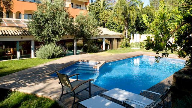 Vacaciones en Puerto Santa María en habitación premium, piscina para refrescarte y desayunos