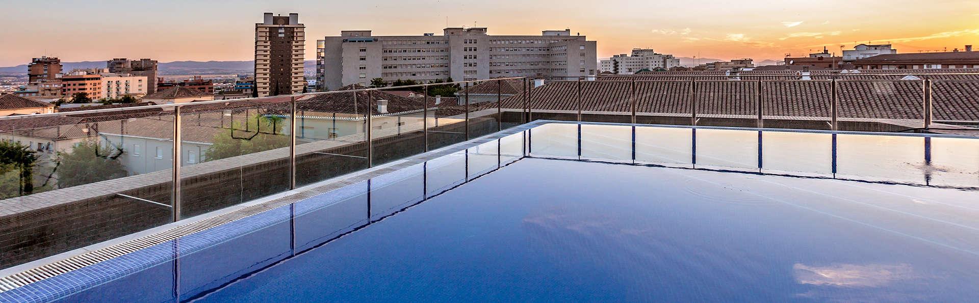 Escapada en Granada en un 4* con piscina panorámica y parking incluido