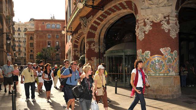 Descubre Barcelona y sus rincones con la actividad walking tours incluida