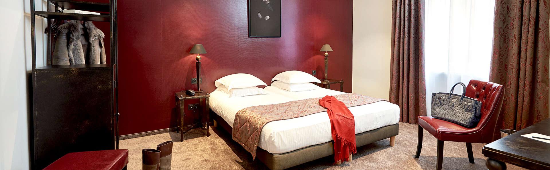 Arok Hotel - Edit_Room.jpg