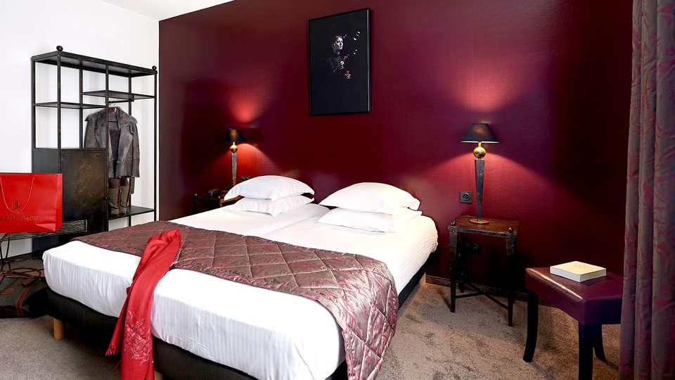 Arok Hotel - Edit_Room2.jpg