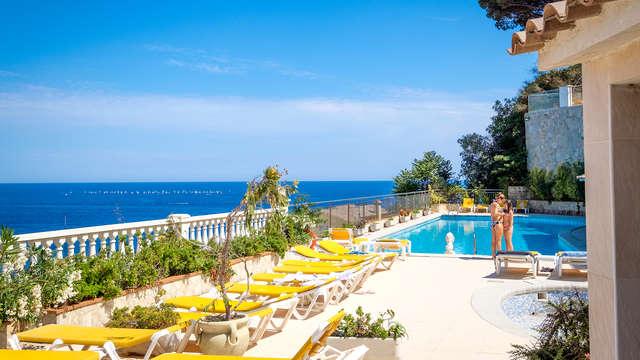 Vacaciones perfectas: Media Pensión, cóctel y vistas al Mar en la Costa Brava