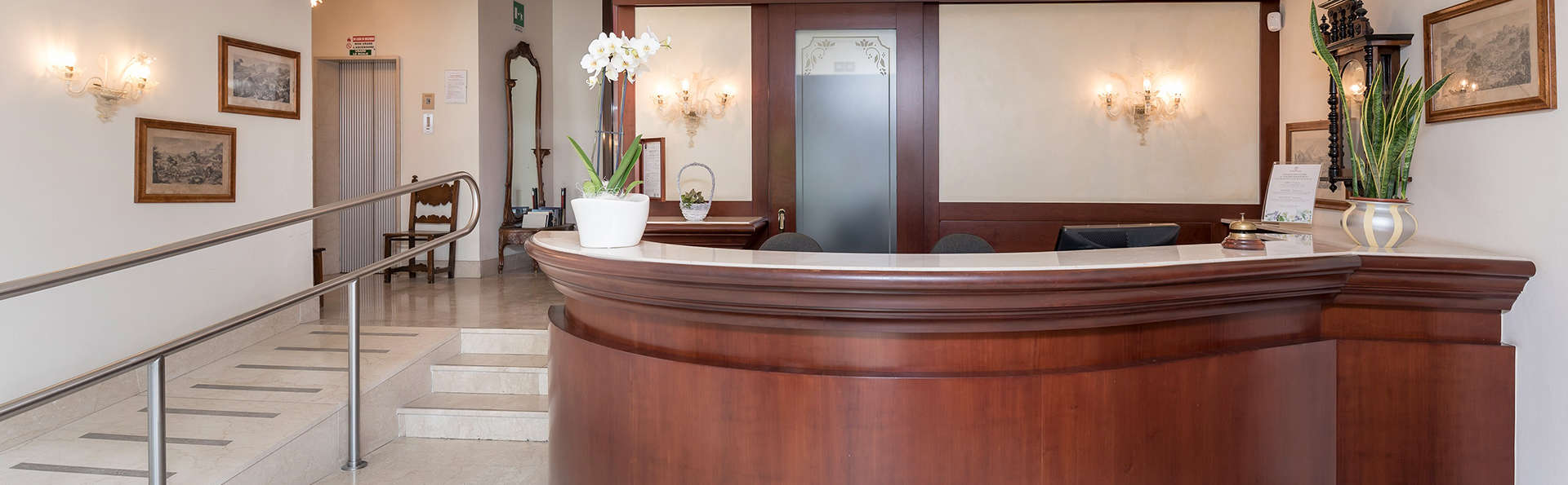 Hotel Terme San Pancrazio - Edit_Reception.jpg