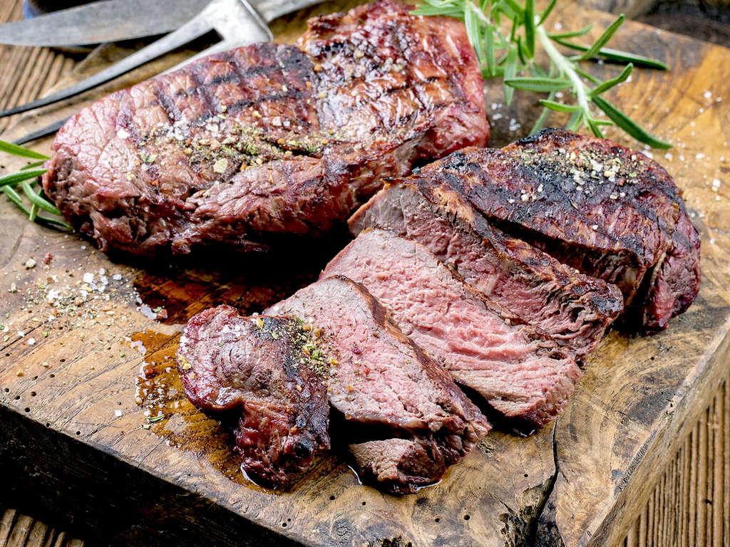 Séjour Cantabrie - Gastronomie cantabre : viande de boeuf sur la pierrade près des plages de Suances  - 4*