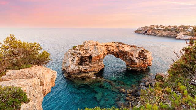 Escápate a un paraíso natural en Junior Suite y con spa en la playa de Sa Coma de Mallorca