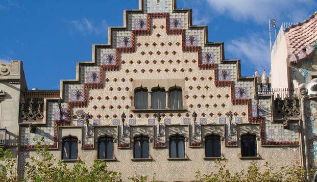 Escapada en el Paseo de Gracia de Barcelona y con tickets de entrada para ver la Casa Amatller