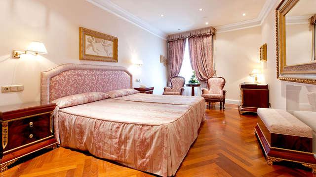 Escapada romántica  5* en pleno centro de Salamanca en hotel con piscina