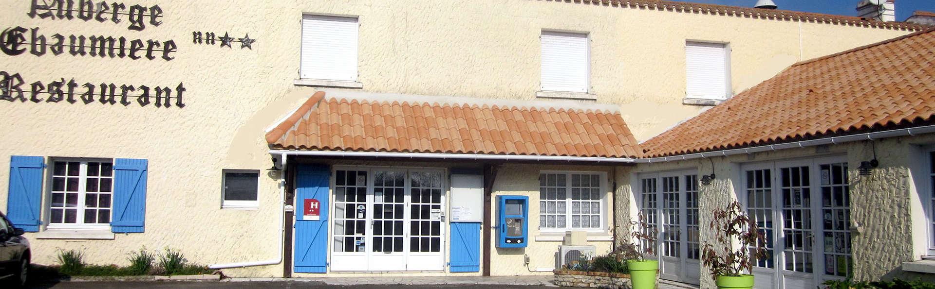 Hôtel La Chaumière - Edit_Front.jpg