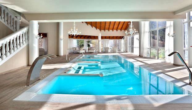 Oferta Relax: Espectacular spa acristalado con vistas a las montañas incluido