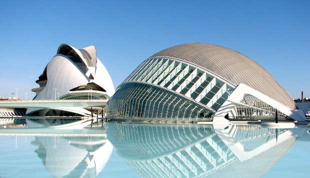 Descubre Valencia y la fauna Mediterránea en familia con entradas al Oceanografíc incluidas
