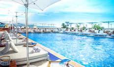 accès à la piscine extérieure chauffée