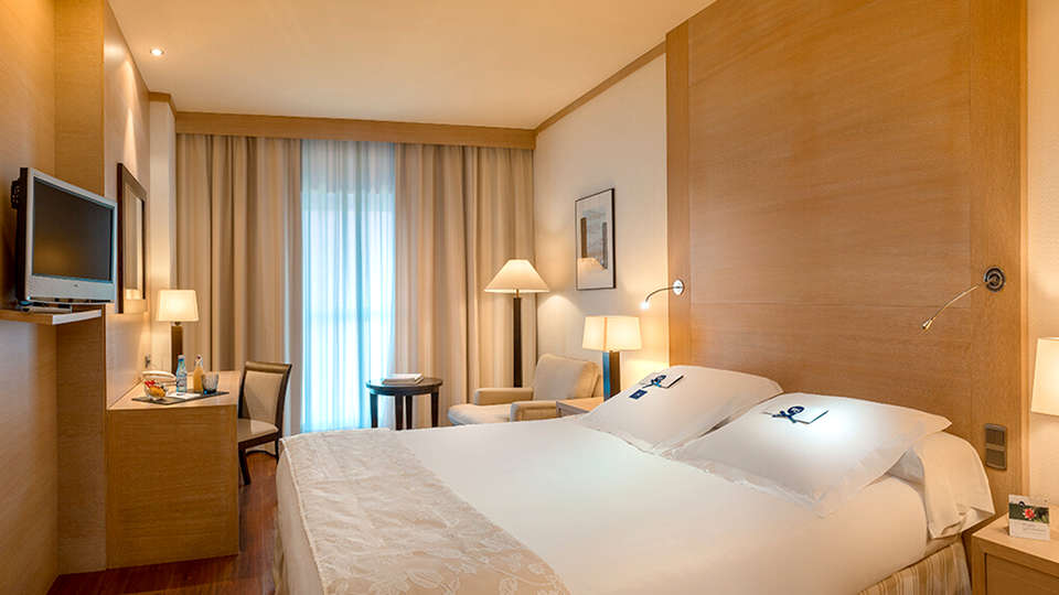 SH Valencia Palace - EDIT_room7.jpg