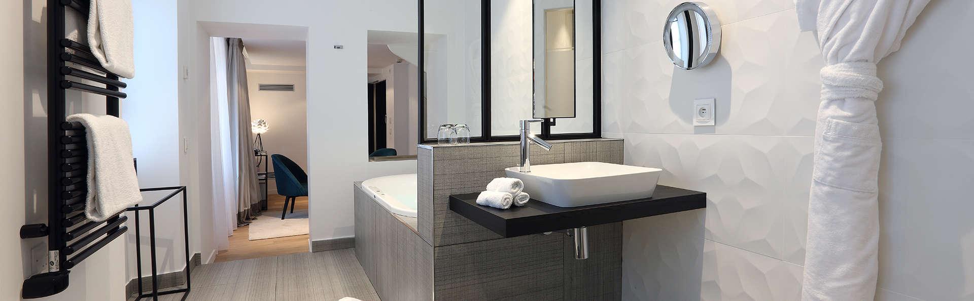 Petit Hôtel Confidentiel - Edit_Bathroom13.jpg
