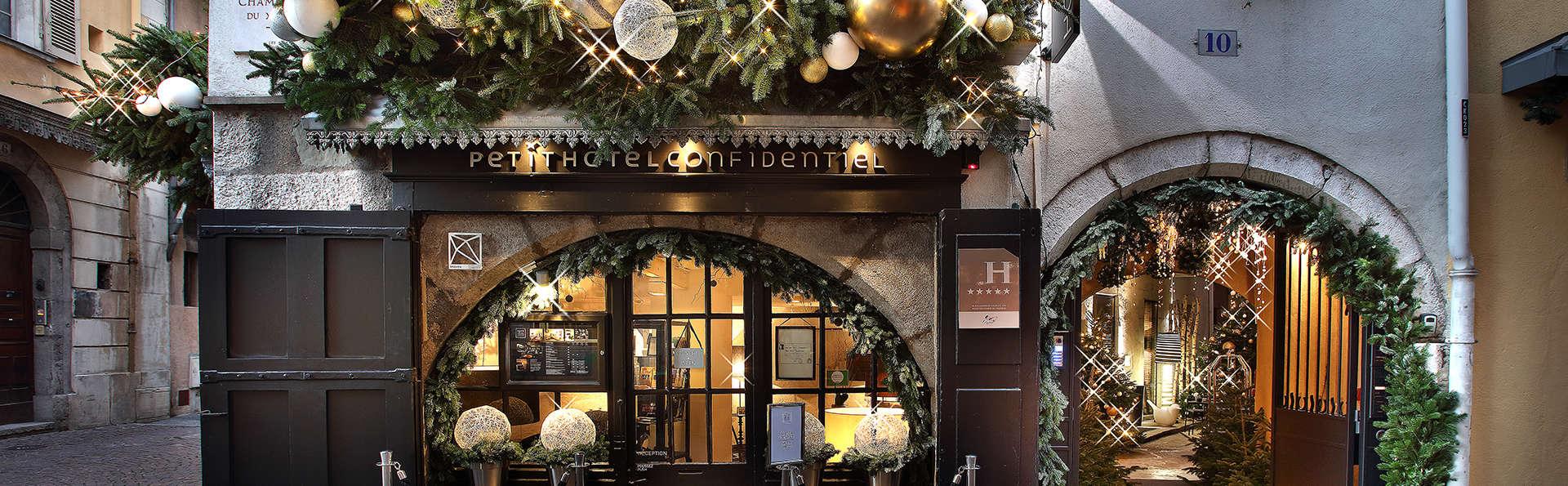 Petit Hôtel Confidentiel - Edit_Front.jpg