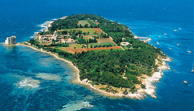 Voyagez aux îles de Lérins et séjournez au cœur de Cannes
