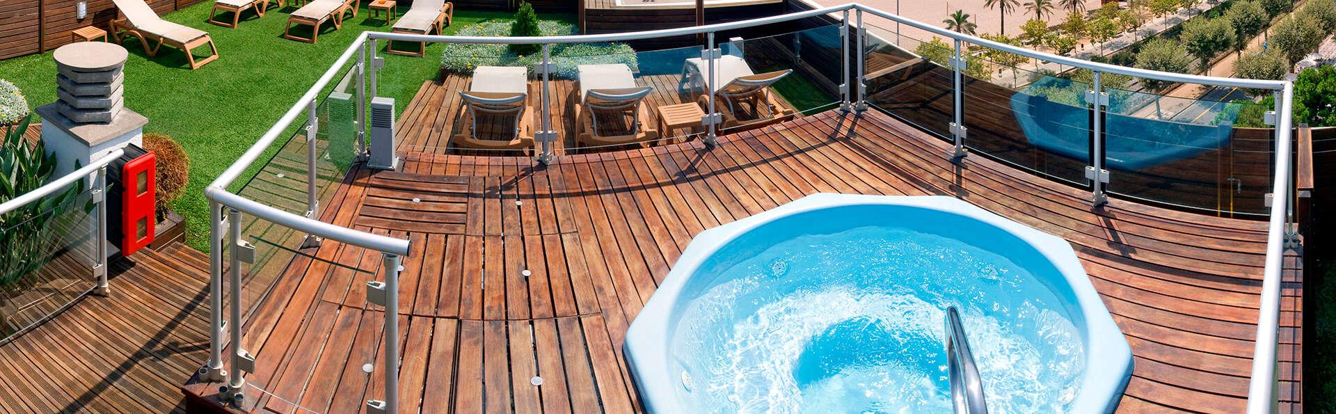 Offre à Calella : avec demi-pension et bien plus encore dans une chambre avec vue sur mer