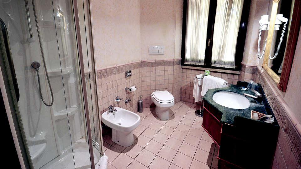 Hotel Cilicia - Edit_Bathroom2.jpg