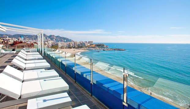 Disfruta de Benidorm en primera línea de playa con media pensión (desde 3 noches)