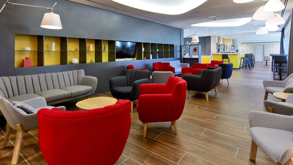 Kyriad Prestige Pau - Palais des Sports - Edit_Lounge2.jpg