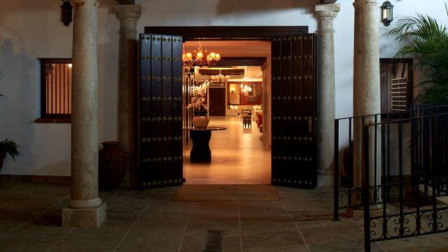 Paloma Blanca Boutique Hotel