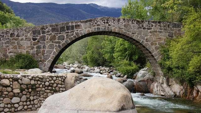 Descubre la comarca de La Vera con desayuno y bote de pimentón de regalo
